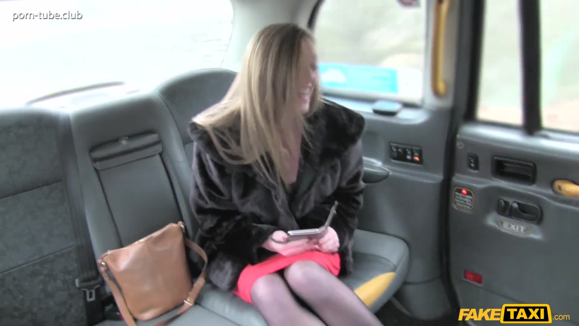 FakeTaxi 17.02.09 Holly Kiss