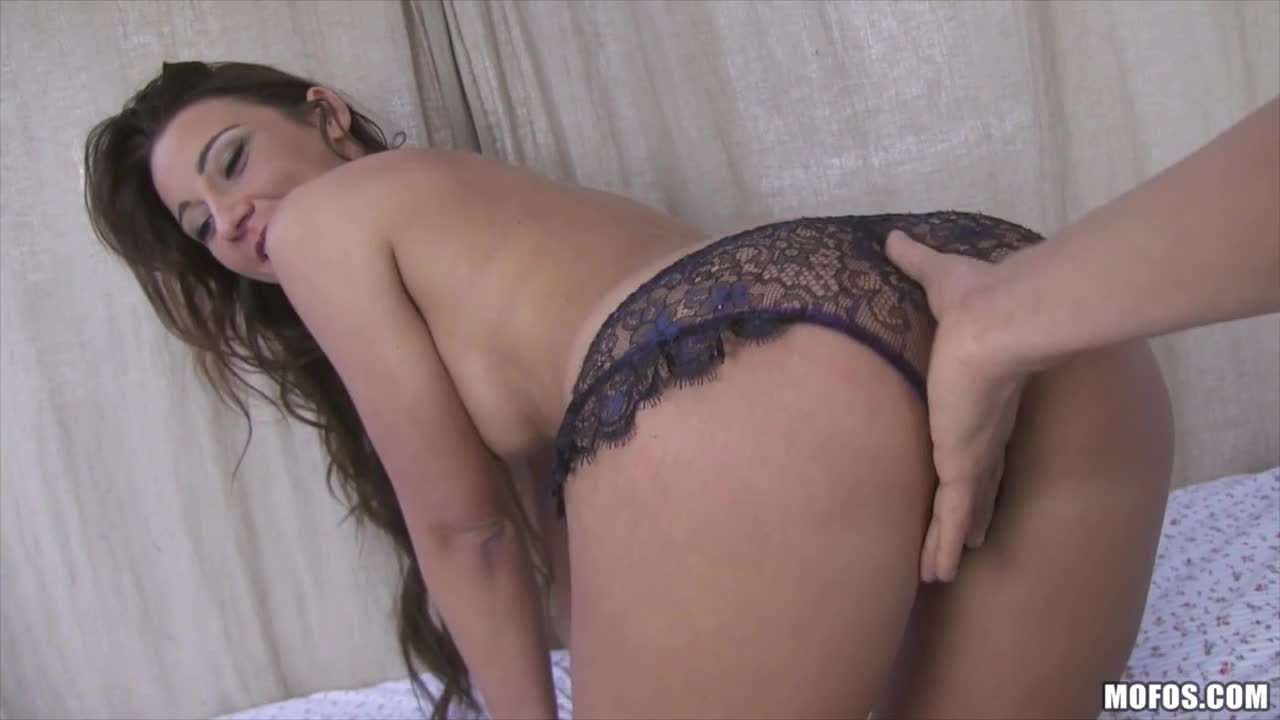 Julie Skyhigh Anal experience for sexy girl