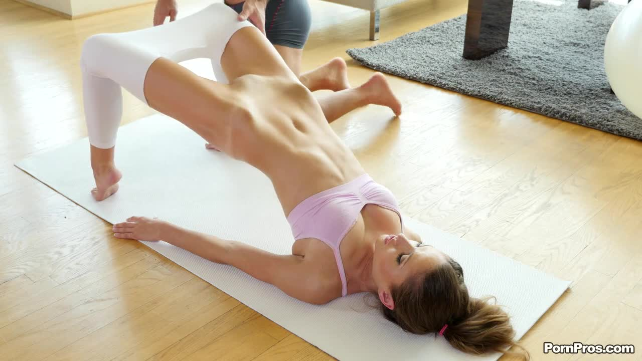 Yoga hottie Shiloh Sharada gets a pussy workout