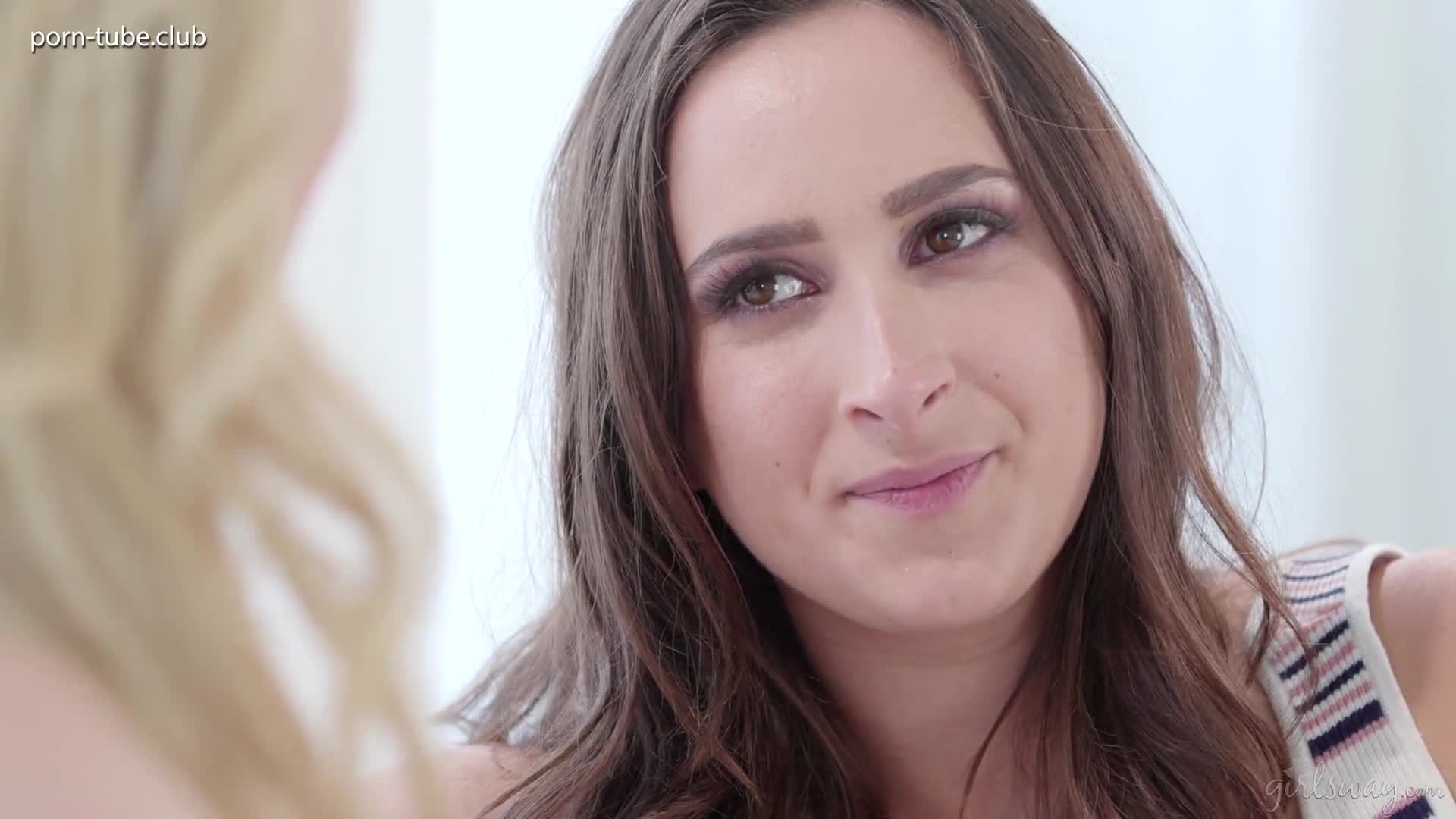 GirlsWay 18.12.16 Ashley Adams And Ginger Banks Is This How You Kiss