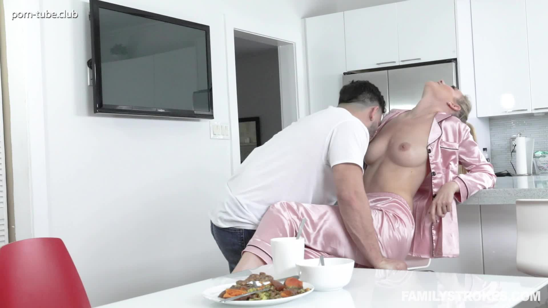 FamilyStrokes 19.04.18 Addie Andrews A Gooey Recommendation
