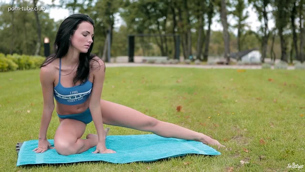 Twistys - Sapphira Yoga Body